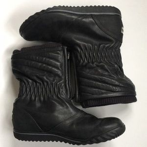 Like new Sorel leather boots
